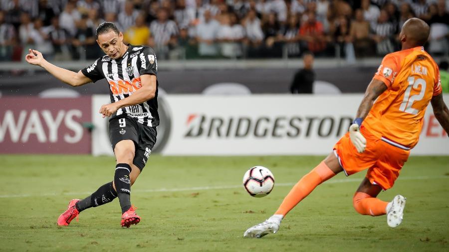 Ricardo Oliveira, durante partida entre Atlético-MG. Foto: Bruno Cantini/Atlético