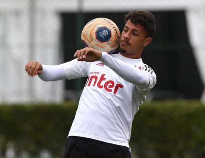 Zagueiro Diego Carlos testou positivo para Covid-19. Foto: Rubens Chiri/saopaulofc.net
