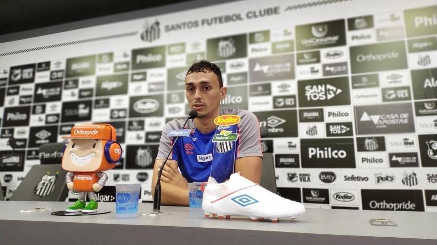 Diego Pituca concede entrevista coletiva no CT do Santos