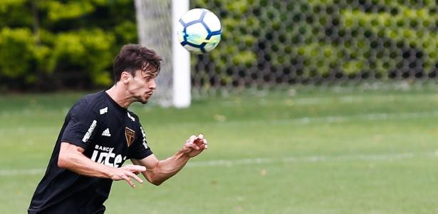 Rodrigo Caio em treino do São Paulo; zagueiro é alvo de especulação