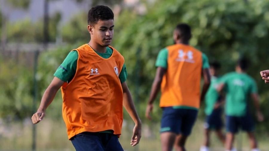 Miguel em treinamento com o elenco profissional do Fluminense. Foto: Divulgação