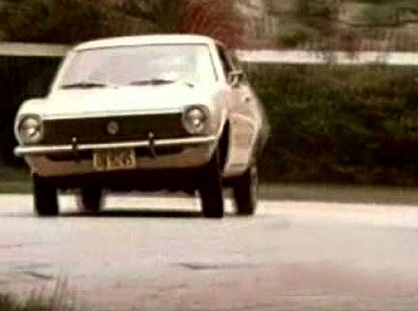 O saudoso piloto brasileiro divulgou carro que tentou rivalizar com o Opala. Foto: Reprodução