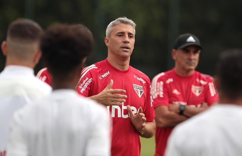 Técnico Hernán Crespo quer um defensor canhoto para formar a zaga tricolor. Foto: Rubens Chiri/saopaulofc