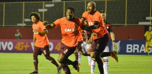 Ribamar fez dois gols na vitória do Atlético-PR