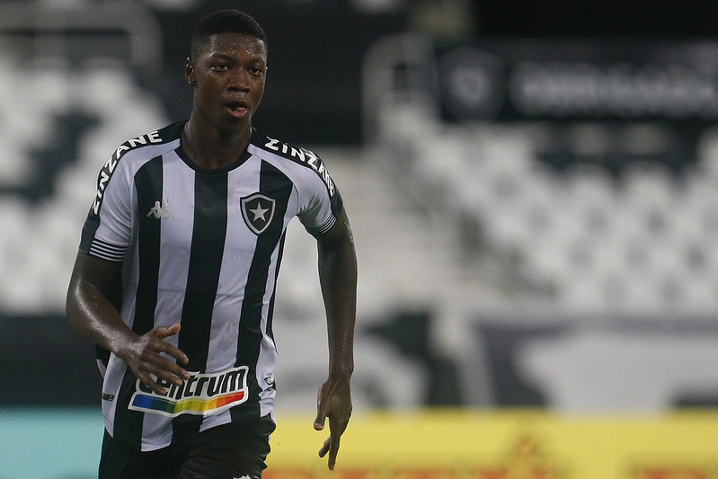 Matheus Babi recebeu sondagens do Verdão. Foto: Vítor Silva/Botafogo