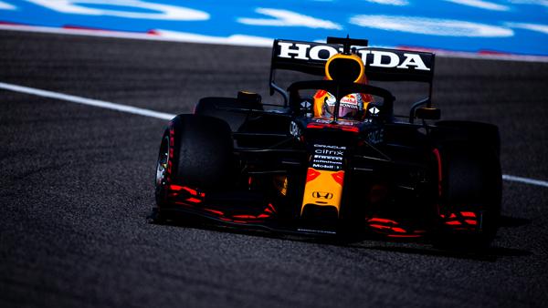 Holandês da Red Bull dominou o primeiro dia de treinos em Sakhir. Foto: Red Bull Racing