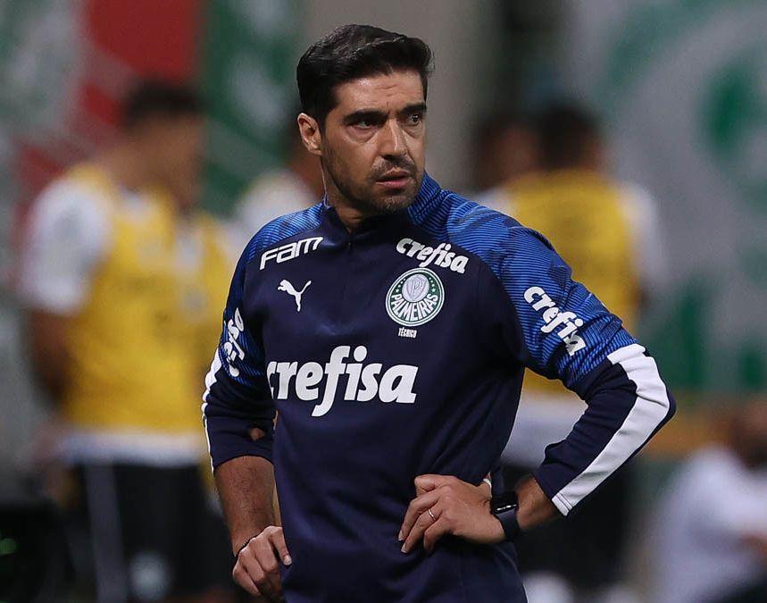 Treinador do Verdão destacou que vê a necessidade de parar o futebol no país. Foto: Cesar Greco