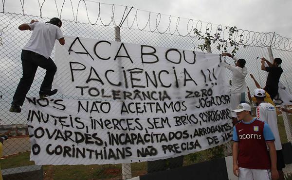 Clubes que viveram filas imensas aumentaram sua torcida no passado; por que essa relação está tão esquizofrênica hoje em dia? Foto: Fernando Santos/Folhapress