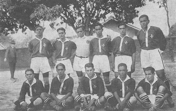 Os Camisas Negras, quase todos pretos, que deram ao Vasco o campeonato carioca de 1923, o primeiro título de sua história