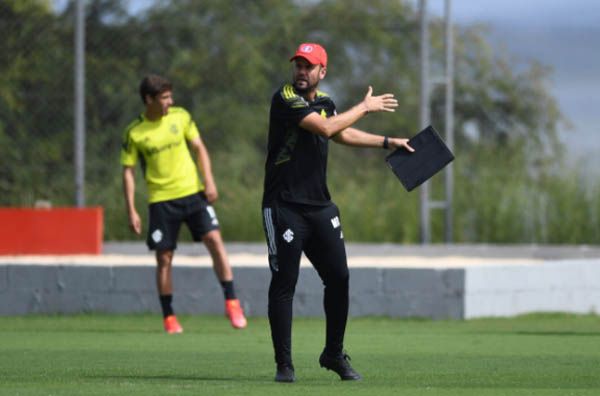 Miguel Ángel Ramírez comanda treino no CT Parque Gigante. Foto: Ricardo Duarte/Internacional