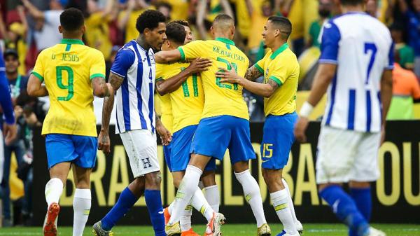 Versatilidade no ataque foi ponto positivo nos dois amistosos pré-Copa América. Foto: Pedro H. Tesch. AGIF/via UOL