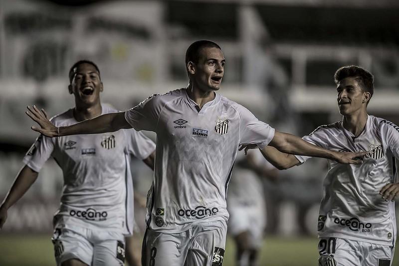 Kaiky tem apenas 17 anos e chama atenção do futebol do futebol europeu. Foto: Ivan Storti/Santos FC