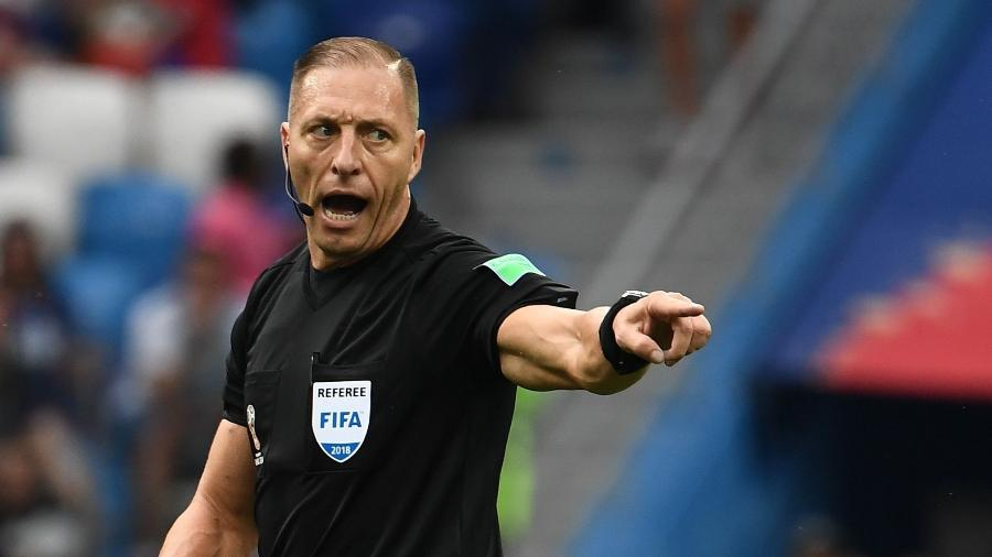 Néstor Pitana durante a partida entre Uruguai e França. Foto: Franck Fife/AFP