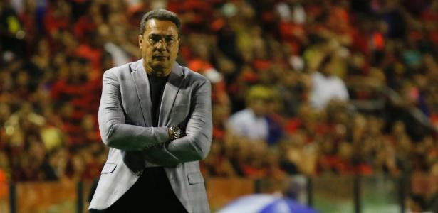 "Luxemburgo ""jogou a toalha"" na meta de classificar a equipe para a Libertadores"