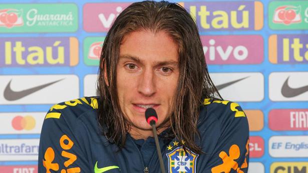 Filipe Luis reclamou de banho gelado após treino da seleção no Pacaembu. Foto: Jales Valquer/Estadão Conteúdo