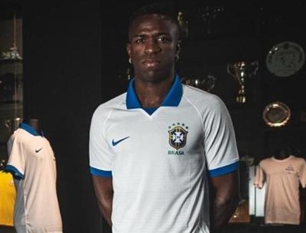 Vinicius Jr., fora da lista da Copa América, foi um dos protagonistas do lançamento do uniforme branco da seleção