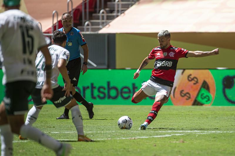 Meia uruguaio tem contrato com o Flamengo até dezembro de 2023. Foto: Alexandre Vidal/Flamengo