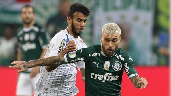 Lucas Lima em ação pelo Palmeiras contra o Avaí: assistência e boa atuação. Foto: Cesar Greco/Ag Palmeiras/Via UOL