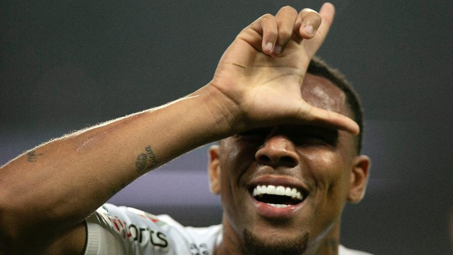 Gustagol comemora gol do Corinthians sobre o Deportivo Lara. Foto: Daniel Vorley/AGIF