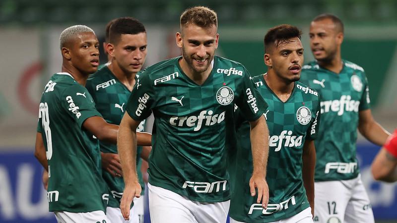 Zagueiro do Hellas Verona agradou no Verdão. Foto: Cesar Greco