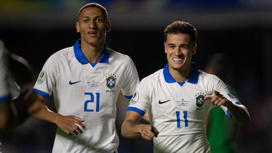 Coutinho comemora segundo gol do Brasil contra a Bolívia