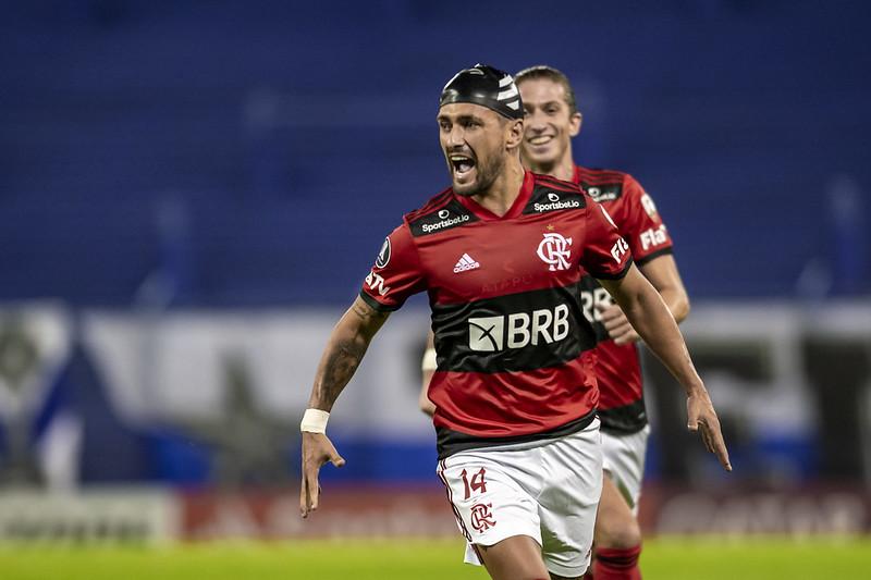 Dirigente disse que golaço contra o Vélez não pressiona a diretoria a renovar com o uruguaio. Foto: Marcelo Cortes/Flamengo