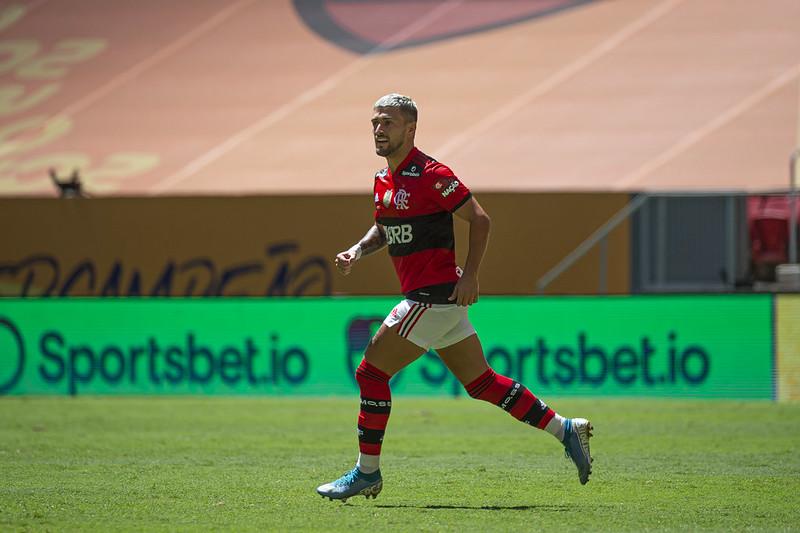 Meia uruguaio tem contrato com o Mengão até 2023 e negocia renovação. Foto: Alexandre Vidal/Flamengo