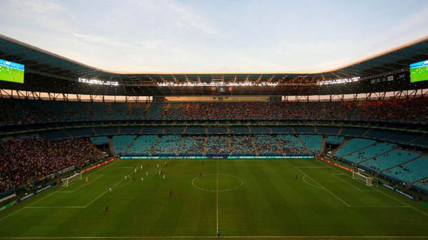 Arena do Grêmio recebe público baixo para Venezuela x Peru. Foto: Diego Vara/Reuters/Via UOL