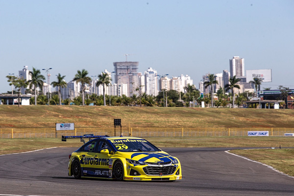 Serra ganhou a corrida 1 neste domingo e lidera o campeonato. Foto: Bruno Terena/Divulgação