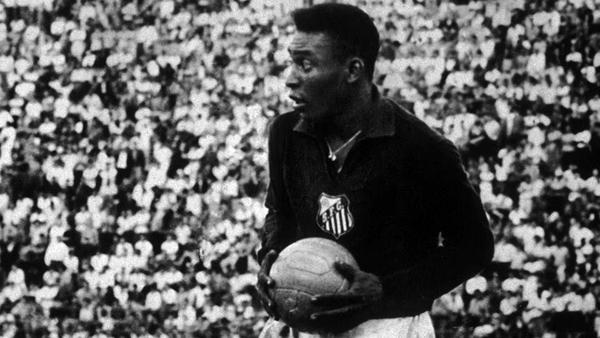 O Rei do Futebol não decepcionou como camisa 1 do time da Vila. Foto: Divulgação