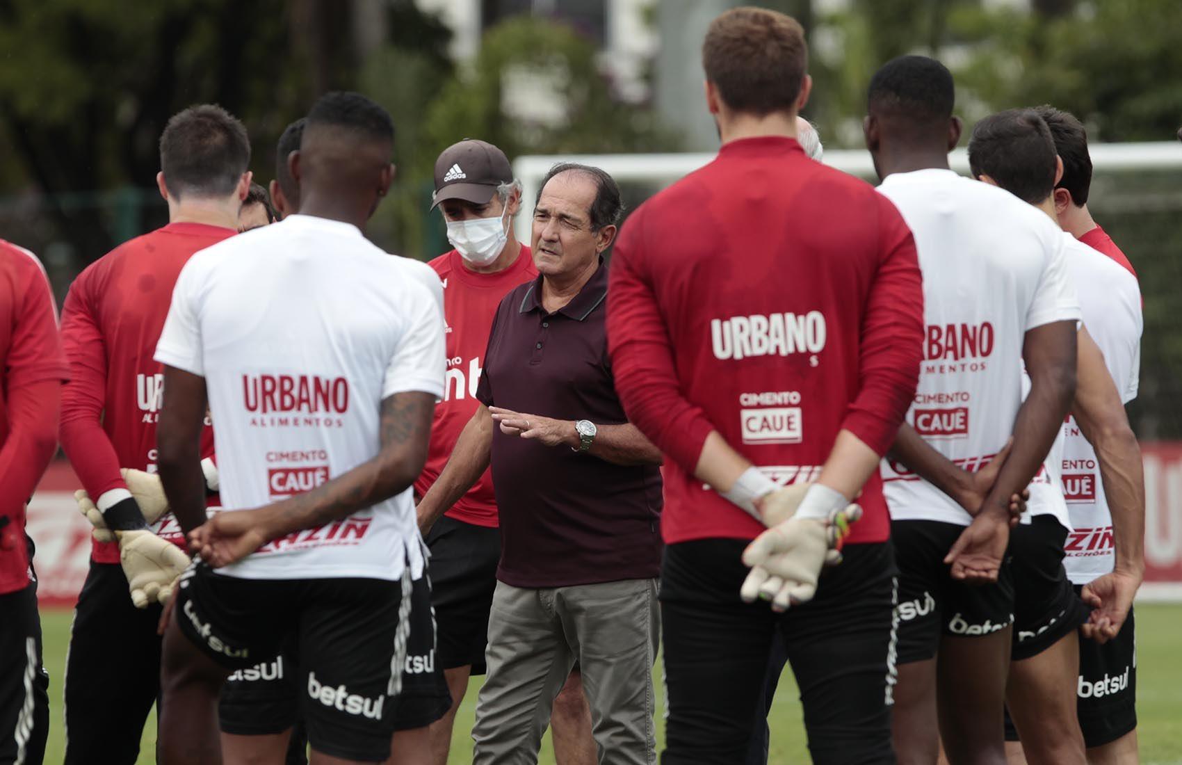 Coordenador de futebol do Tricolor rasgou elogios ao trabalho de Crespo. Foto: Rubens Chiri/saopaulofc.net