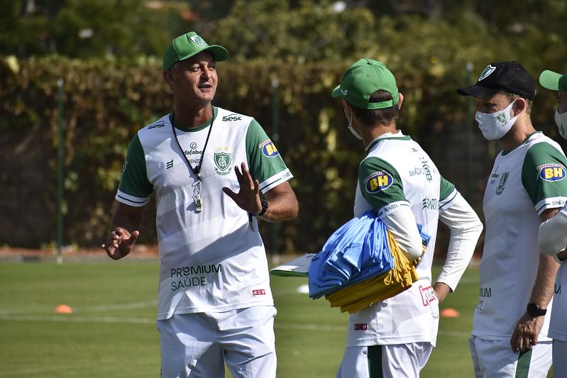 Treinador do Coelho recebeu sondagens do clube da Vila Belmiro. Foto: Marina Almeida / América