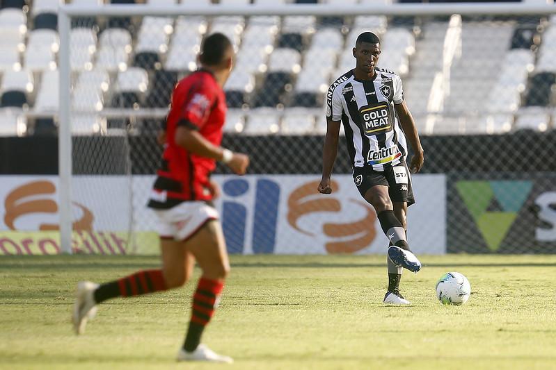 Kanu tem sido avaliado pela direção do Galo. Foto: Vitor Silva/Botafogo