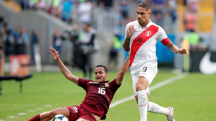 Guerrero em ação durante partida entre Peru e Venezuela. Foto: Henry Romero/Reuters