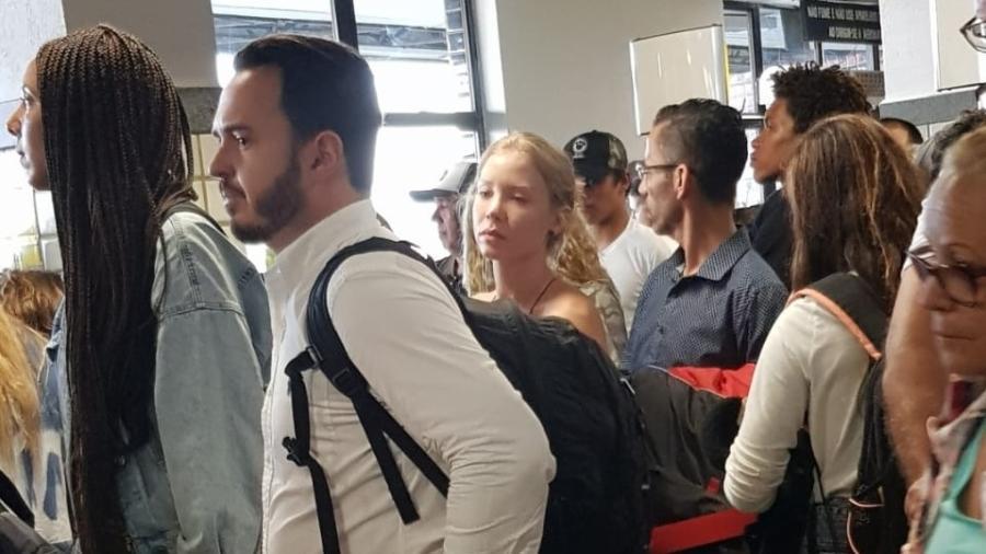 Najila em fila de embarque no aeroporto de Ilhéus (BA). Foto: Reprodução Twitter