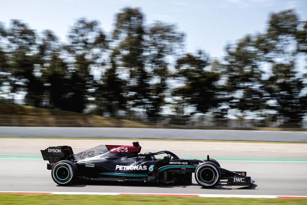 Britânico superou o companheiro de equipe na sexta-feira. Foto: Mercedes-AMG Petronas F1