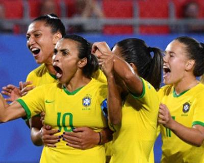 Seleção feminina derrotou a Itália na Copa da França. Foto: Philippe HUGUEN / AFP/via UOL