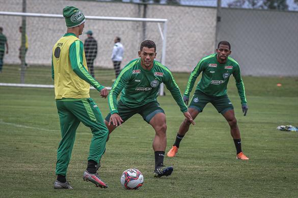Atletas do Coxa no último treino antes da viagem para o norte do estado. Foto: Divulgação/Coritiba