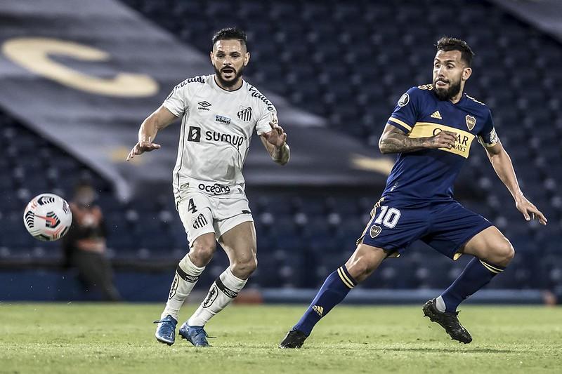 Na primeira partida entre as duas equipes, vitória por 2 a 0 dos argentinos. Foto: Ivan Storti/Santos