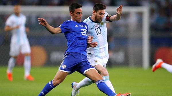 Messi faz de pênalti mas Argentina segue sem vencer na Copa América