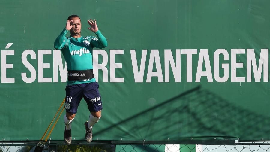 Guerra está no último de seus três anos de contrato com o Palmeiras