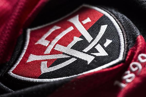 5ad493aa70667 Topper revela novo uniforme do Esporte Clube Vitória - Notícias ...