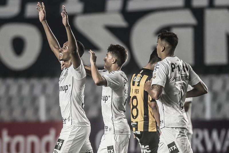 Lucas Braga e Gabriel Pirani ampliaram seus vínculos com o Peixe. Foto: Ivan Storti/Santos FC