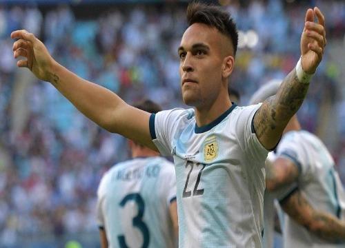 A seleção argentina venceu por 2x0 e garantiu o 2º lugar do Grupo B. (Foto: Carl de Souza)