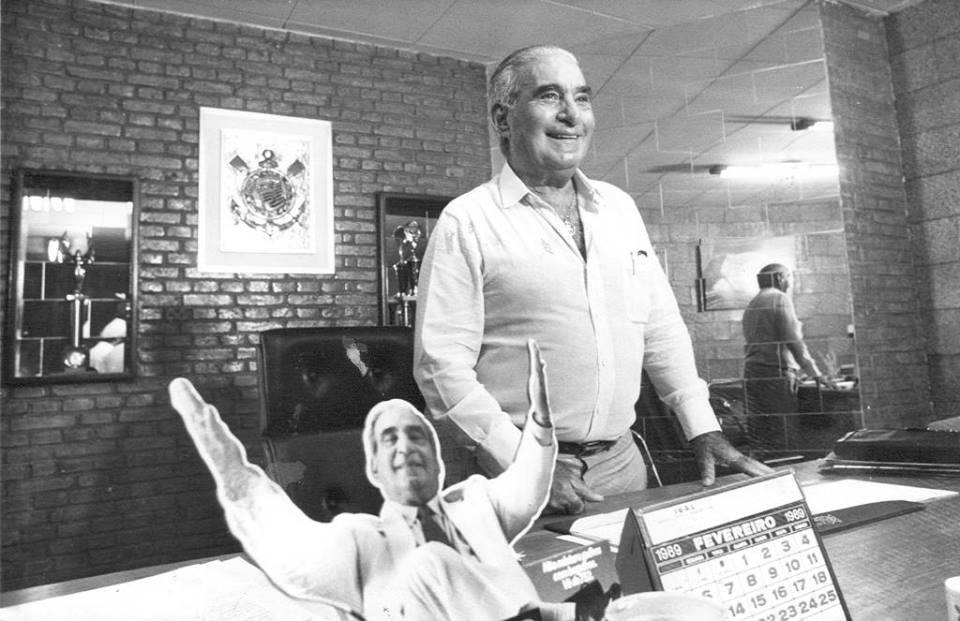 Em 1989, na sala da presidência corintiana, no Parque São Jorge. Foto: Divulgação