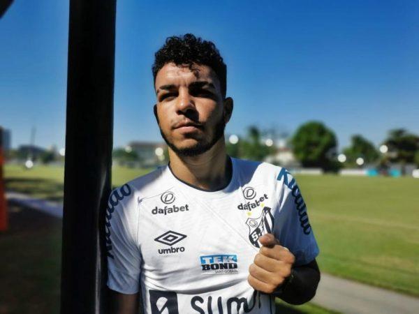 Lateral-esquerdo Moraes assinou contrato de um ano com o Peixe. Foto: Santos/ Divulgação