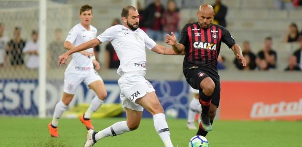 O Corinthians, por sua vez, foi derrotado pela 15ª vez no Brasileirão e estacionou nos 43 pontos