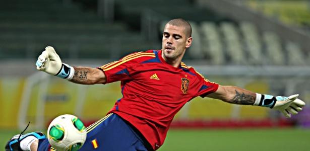 Aos 32 anos, o experiente goleiro rompeu o ligamento cruzado do joelho em março deste ano e está sem jogar desde então