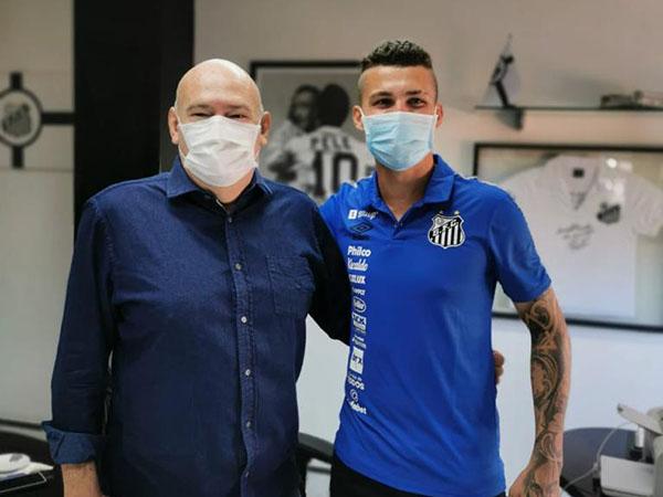 Defensor contratado pelo Peixe joga também como lateral-direito. Foto: Santos/Divulgação