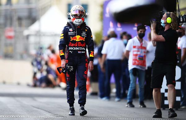 Holandês abandonou no Azerbaijão mas segue líder do campeonato. Foto: Red Bull Racing Honda
